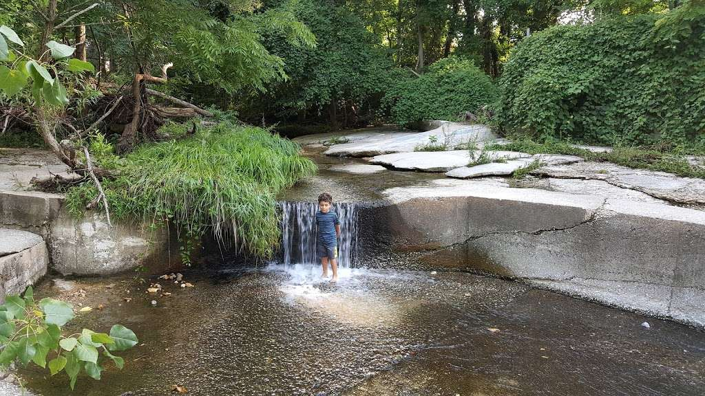 Overlook Park - park  | Photo 1 of 10 | Address: 1300 Overbrook Rd, Baltimore, MD 21239, USA | Phone: (410) 887-5883