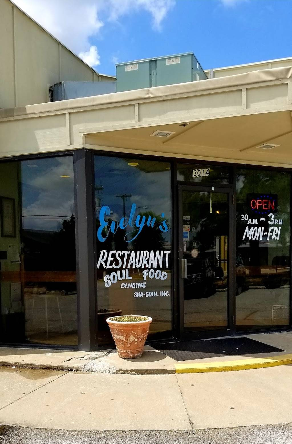 Evelyns - restaurant  | Photo 3 of 8 | Address: 3014 N 74th E Ave, Tulsa, OK 74115, USA | Phone: (918) 835-1212