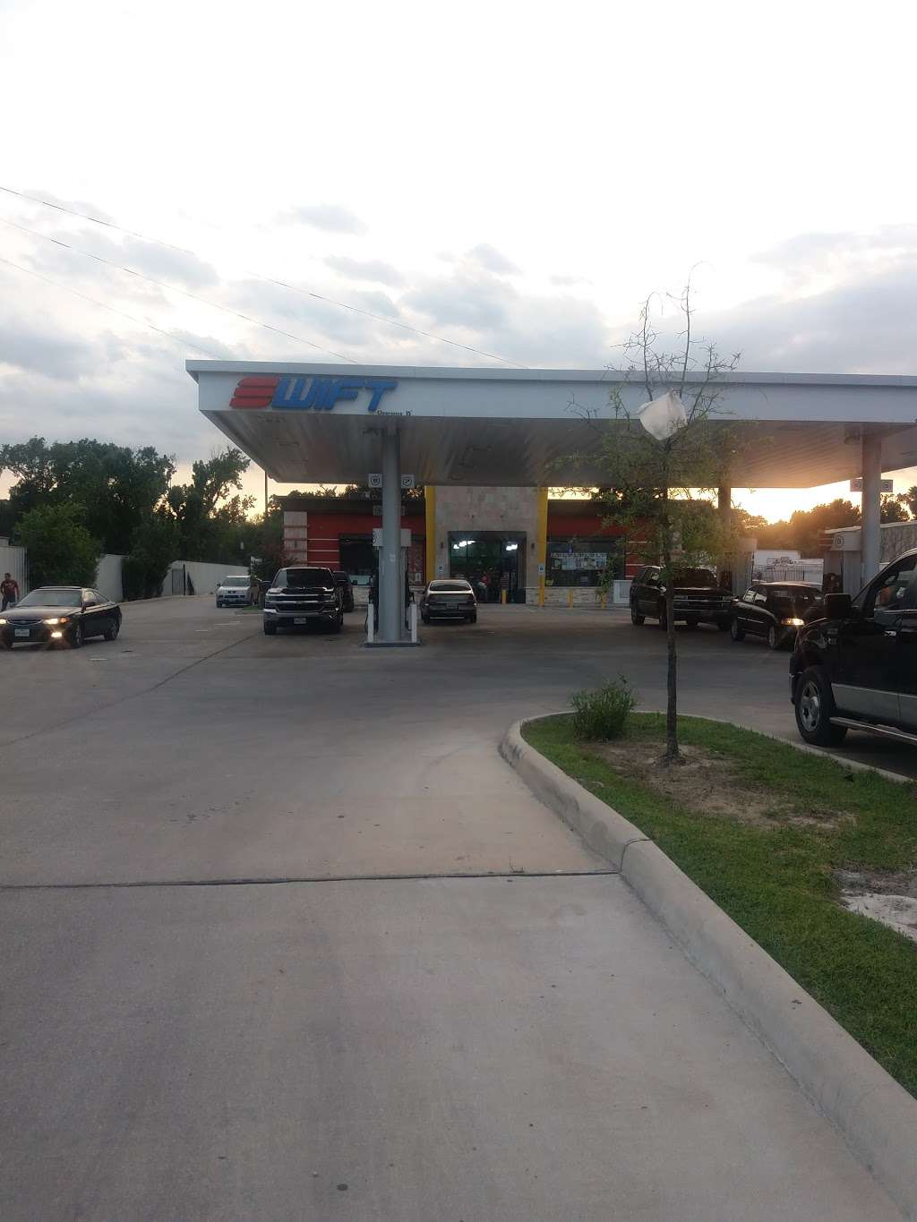 swift gas station - gas station  | Photo 3 of 6 | Address: 3911 Hollister Rd, Houston, TX 77080, USA | Phone: (713) 939-1339