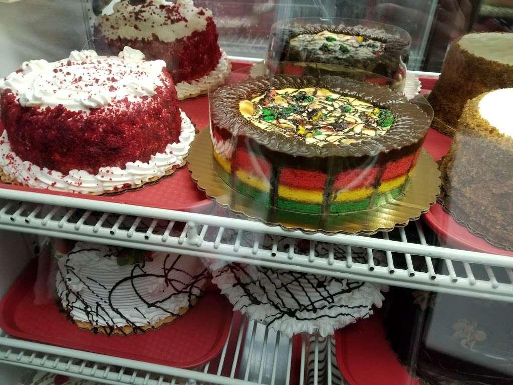La Cheesecake - bakery  | Photo 4 of 10 | Address: 126-06 14th Ave, College Point, NY 11356, USA | Phone: (718) 359-3718