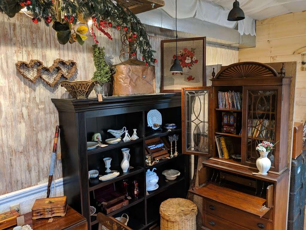 Crickets Antiques & Garden Market - home goods store  | Photo 5 of 10 | Address: 1641 Horseshoe Pike, Glenmoore, PA 19343, USA | Phone: (610) 942-7500