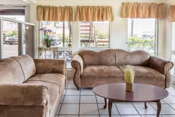 Days Inn by Wyndham San Bernardino - lodging  | Photo 6 of 8 | Address: 1386 E Highland Ave, San Bernardino, CA 92404, USA | Phone: (909) 881-1702