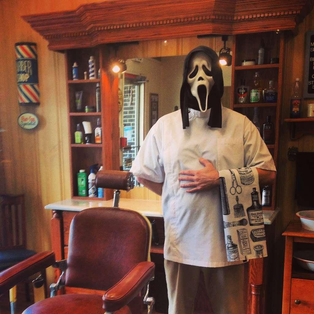 Stracks Barber Shop - hair care    Photo 5 of 10   Address: 1109 S Main St, Algonquin, IL 60102, USA   Phone: (847) 658-6948