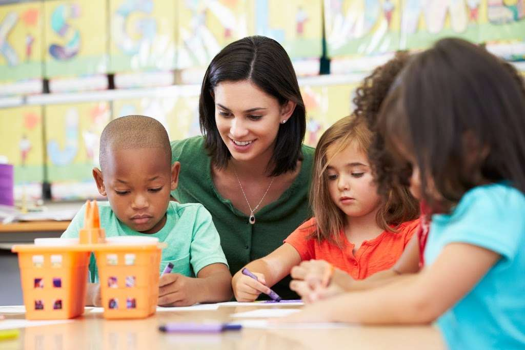 Santanas Learning Child Care | Day Care Center | Child Day Care - school  | Photo 4 of 10 | Address: 12806 Norris Ave, Sylmar, CA 91342, USA | Phone: (818) 276-0050