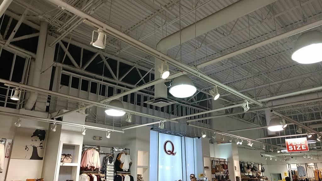 Fashion Q - store    Photo 4 of 4   Address: 5000 S Arizona Mills Cir, Tempe, AZ 85282, USA   Phone: (480) 755-2403