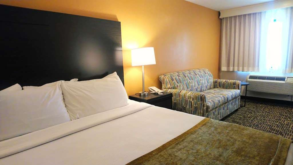 Best Western Inn - lodging  | Photo 2 of 9 | Address: 6500 Redwood Dr, Rohnert Park, CA 94928, USA | Phone: (707) 584-7435