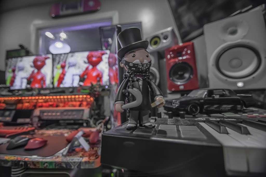 EBAN RECORDING | FILM STUDIOS - electronics store  | Photo 5 of 10 | Address: 934 W Patapsco Ave, Baltimore, MD 21230, USA | Phone: (443) 430-1764