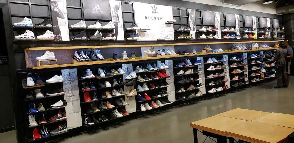 Footaction - shoe store    Photo 1 of 10   Address: 1004 Garden State Plaza Blvd, Paramus, NJ 07652, USA   Phone: (201) 843-3039