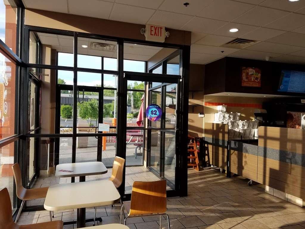 Dunkin - bakery  | Photo 3 of 10 | Address: 520 Livingston St, Norwood, NJ 07648, USA | Phone: (201) 256-6055