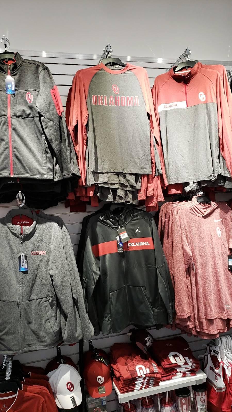 Fans United - Frisco - clothing store  | Photo 9 of 9 | Address: 5 Cowboys Way, Frisco, TX 75034, USA | Phone: (972) 497-4050