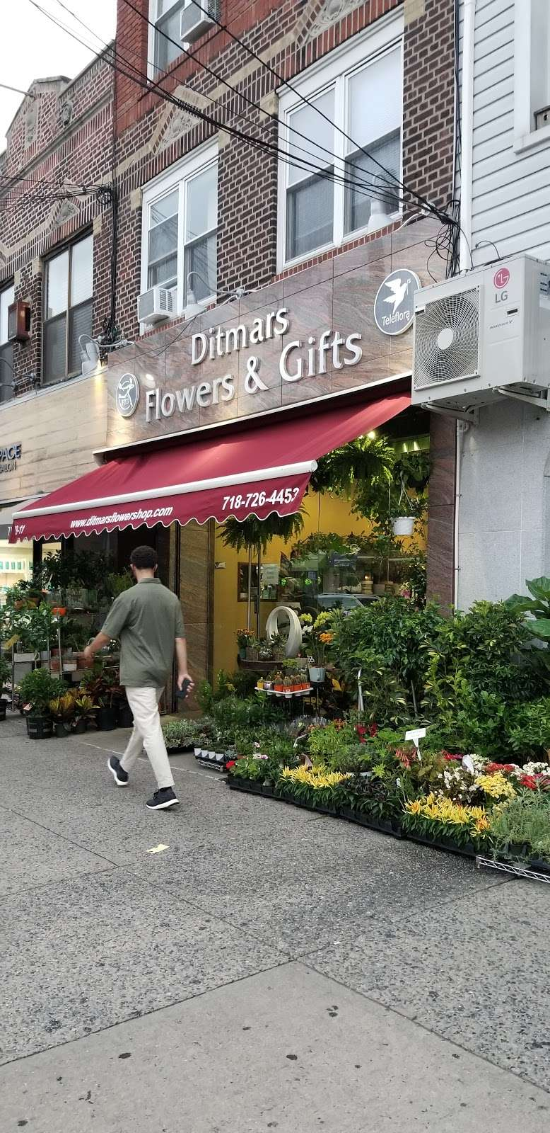 Ditmars Flower - florist  | Photo 7 of 10 | Address: 2911 Ditmars Blvd, Queens, NY 11105, USA | Phone: (718) 726-4453