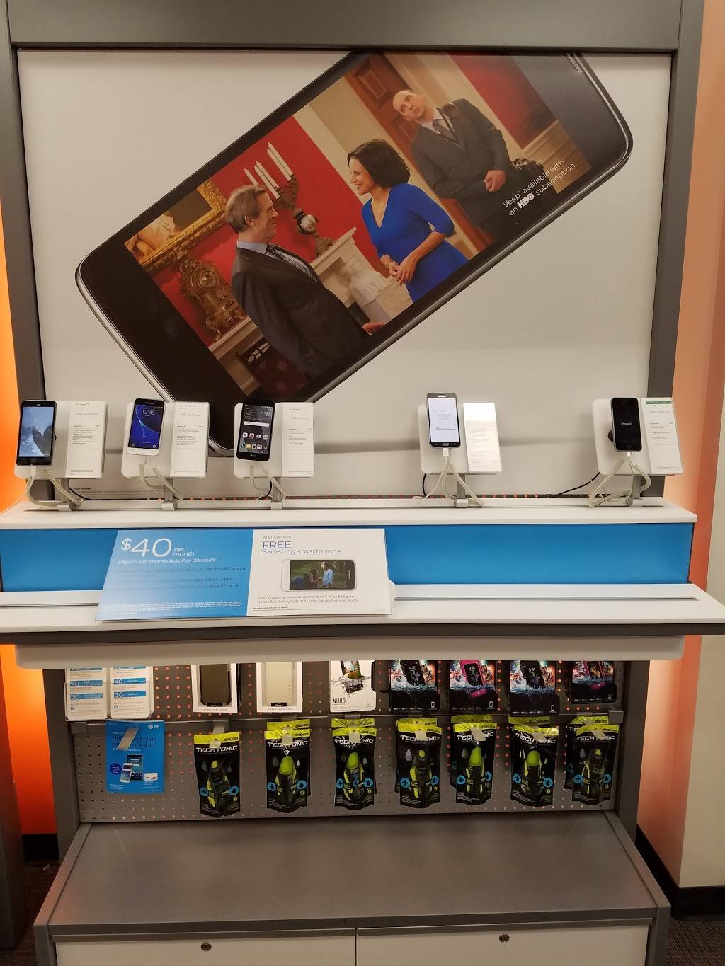 AT&T Store - electronics store  | Photo 3 of 10 | Address: 2800 Harbor Blvd Suite C, Costa Mesa, CA 92626, USA | Phone: (714) 432-0900