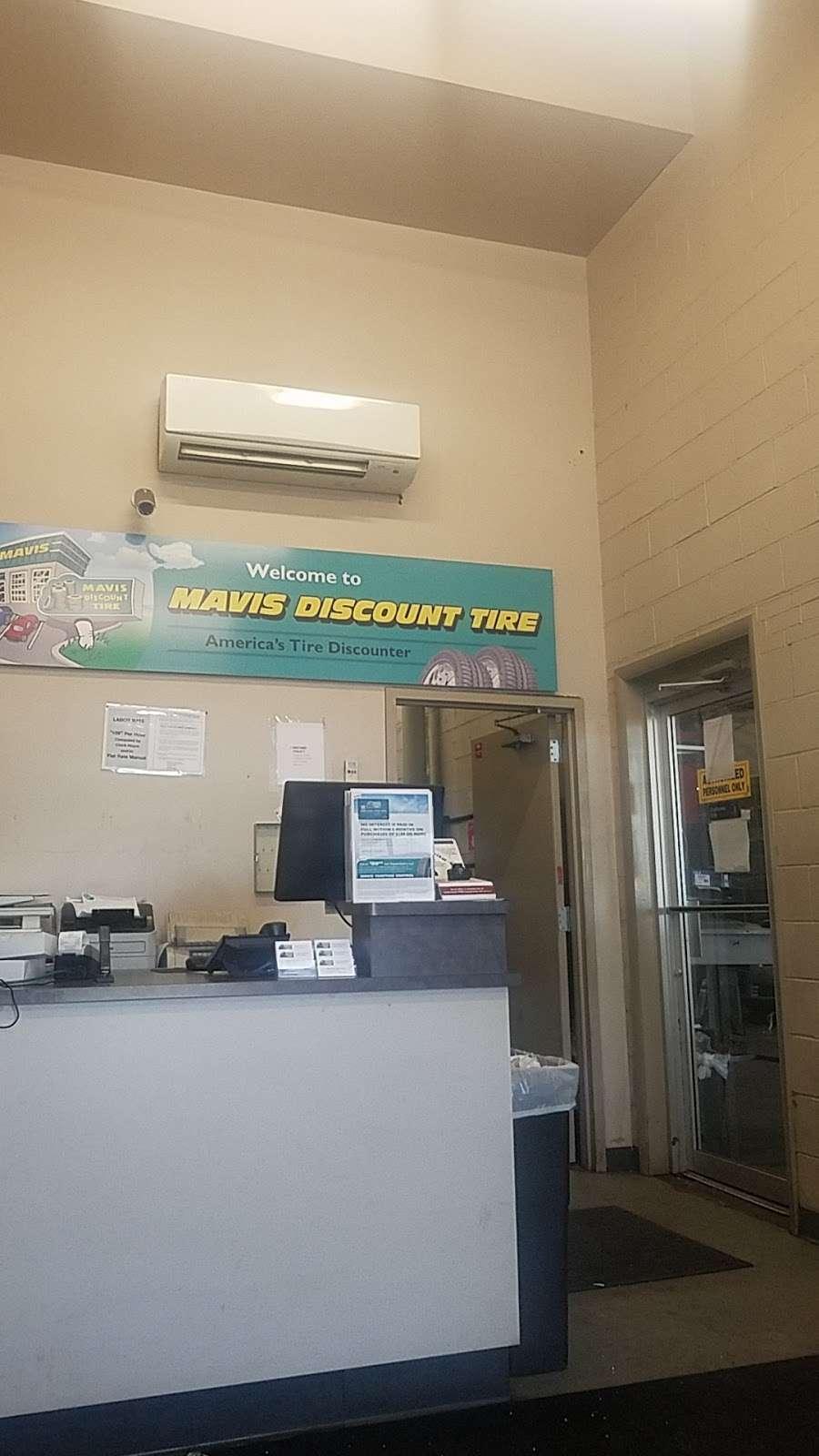 Mavis Discount Tire - car repair  | Photo 9 of 10 | Address: 832 Pennsylvania Ave, Brooklyn, NY 11207, USA | Phone: (718) 307-6771