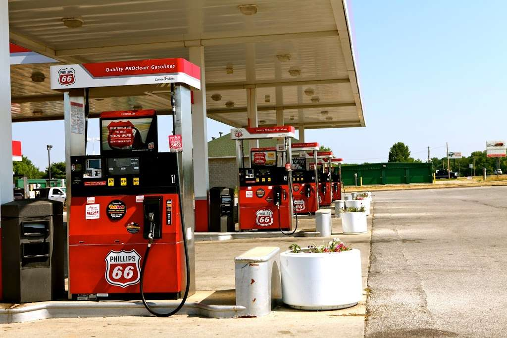 Joes Junction - convenience store    Photo 2 of 8   Address: 214 IN-135, Trafalgar, IN 46181, USA   Phone: (317) 878-2393