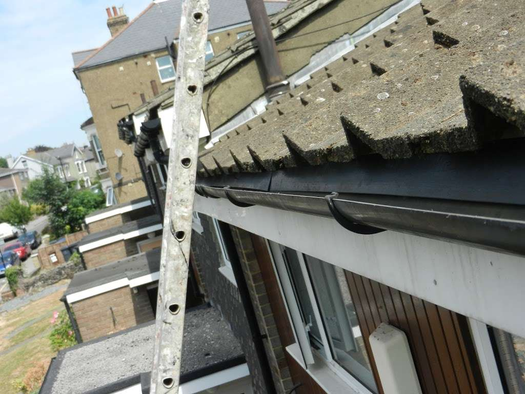 Homecare roofing services - roofing contractor  | Photo 3 of 10 | Address: 616 Limpsfield Rd, Wallingham, Warlingham CR6 9DS, UK | Phone: 020 3606 0341