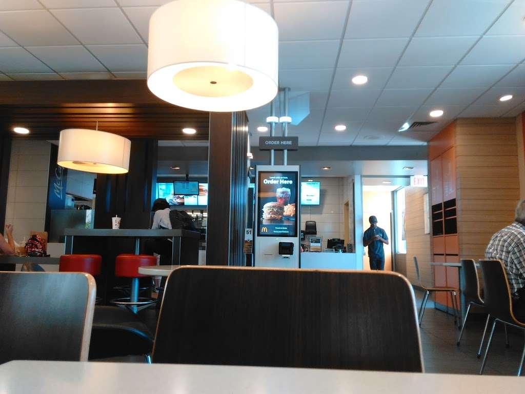 McDonalds - cafe  | Photo 5 of 10 | Address: 1452 W Carson St, Torrance, CA 90501, USA | Phone: (310) 320-2097