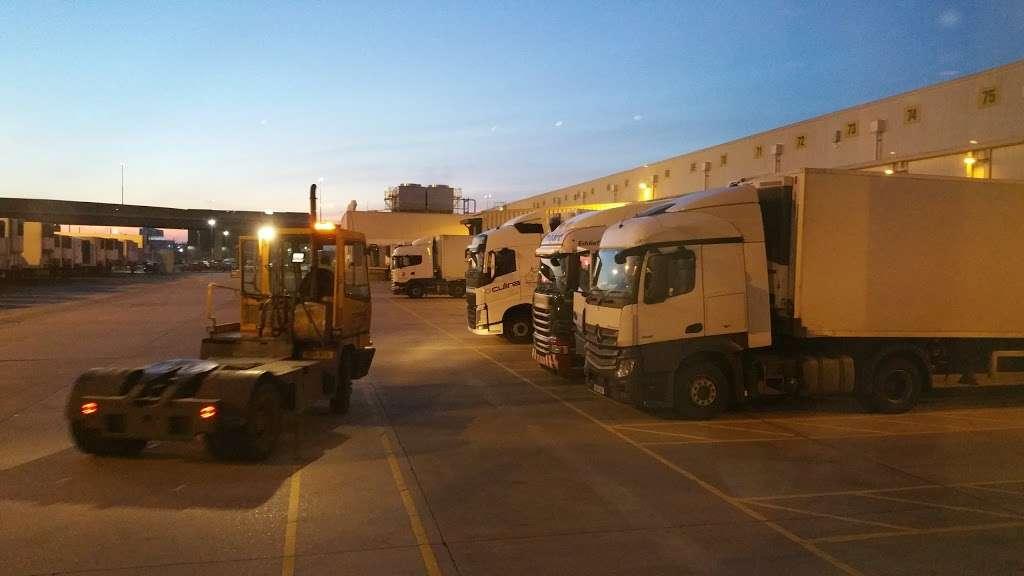 Tesco Dagenham Depot - storage  | Photo 5 of 10 | Address: Consul Ave, Rainham, Dagenham RM9 6DE, UK | Phone: 0800 323 4040