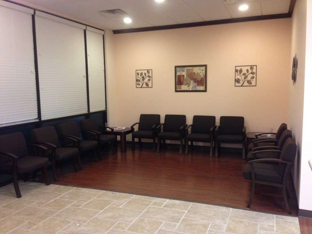 EXPRESS FAMILY CLINIC - Conroe - health  | Photo 6 of 7 | Address: 16145 TX-105 #600, Montgomery, TX 77356, USA | Phone: (936) 463-8104