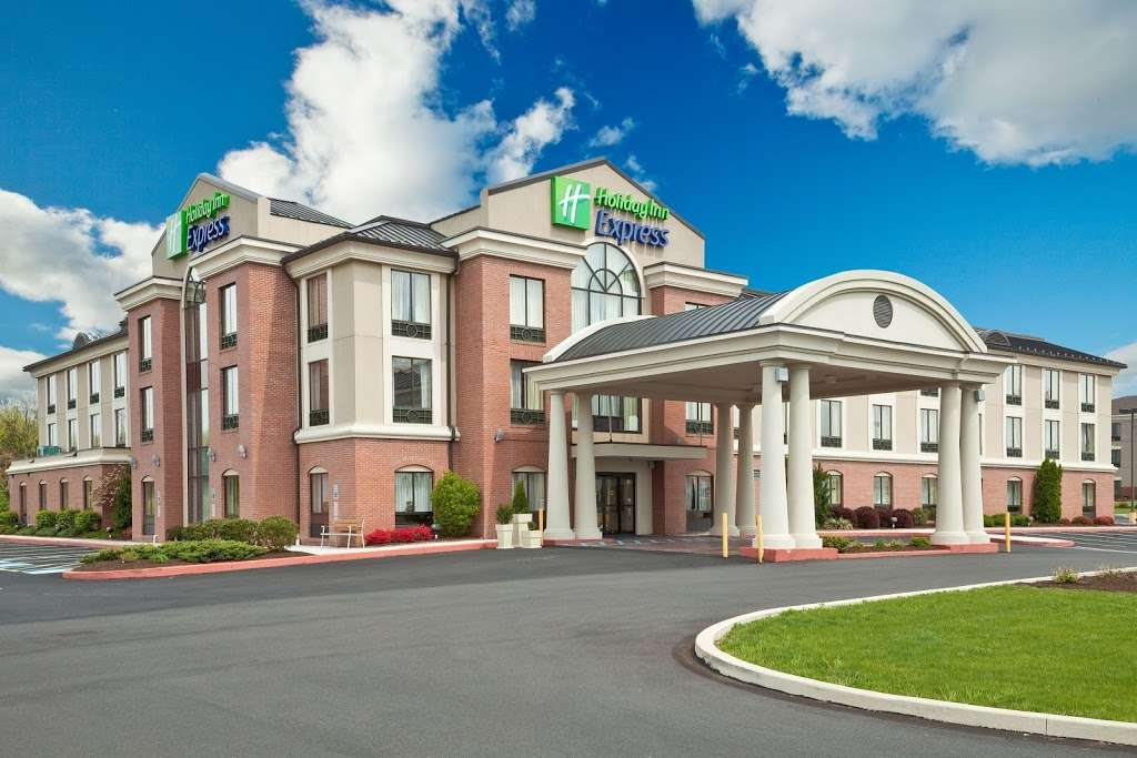 Holiday Inn Express & Suites Quakertown - lodging  | Photo 7 of 10 | Address: 1918 PA-663, Quakertown, PA 18951, USA | Phone: (215) 529-7979