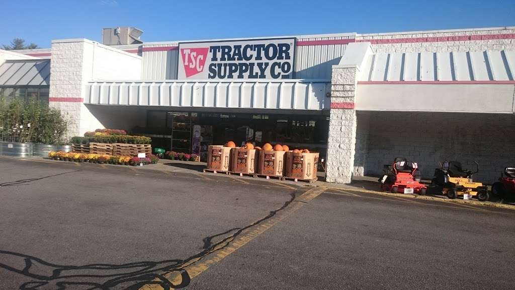 Tractor Supply Co. - hardware store  | Photo 1 of 10 | Address: 515 Daniel Webster Hwy Ste A, Merrimack, NH 03054, USA | Phone: (603) 424-3300