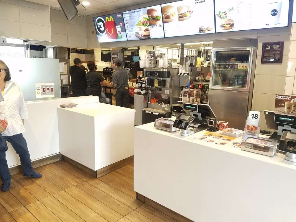 McDonalds - cafe  | Photo 2 of 10 | Address: 1452 W Carson St, Torrance, CA 90501, USA | Phone: (310) 320-2097