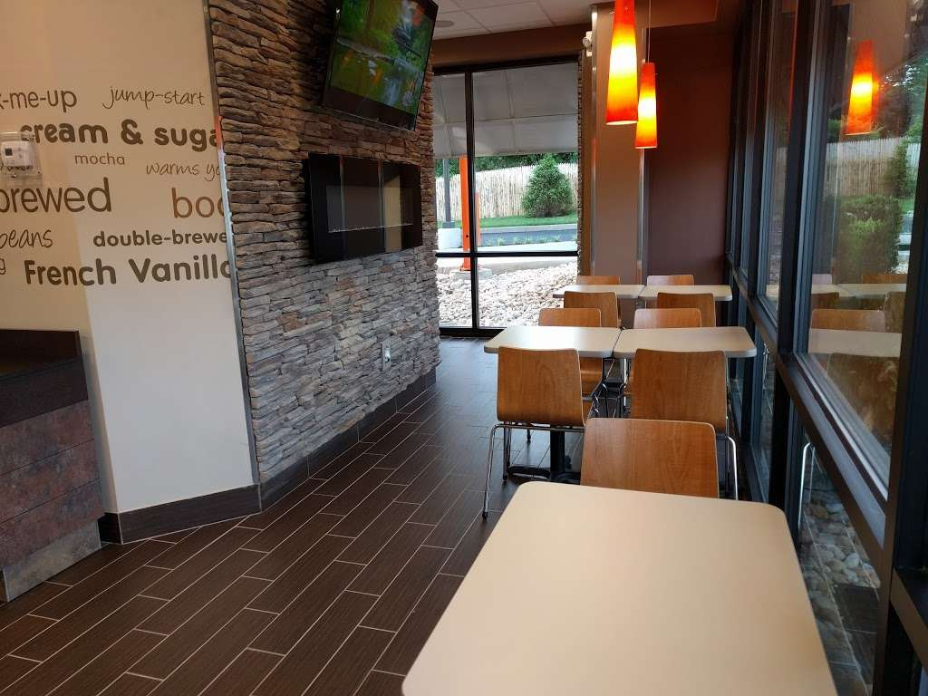 Dunkin Donuts - cafe  | Photo 6 of 10 | Address: 103 Baringer Ave, Silverdale, PA 18962, USA | Phone: (215) 257-2127