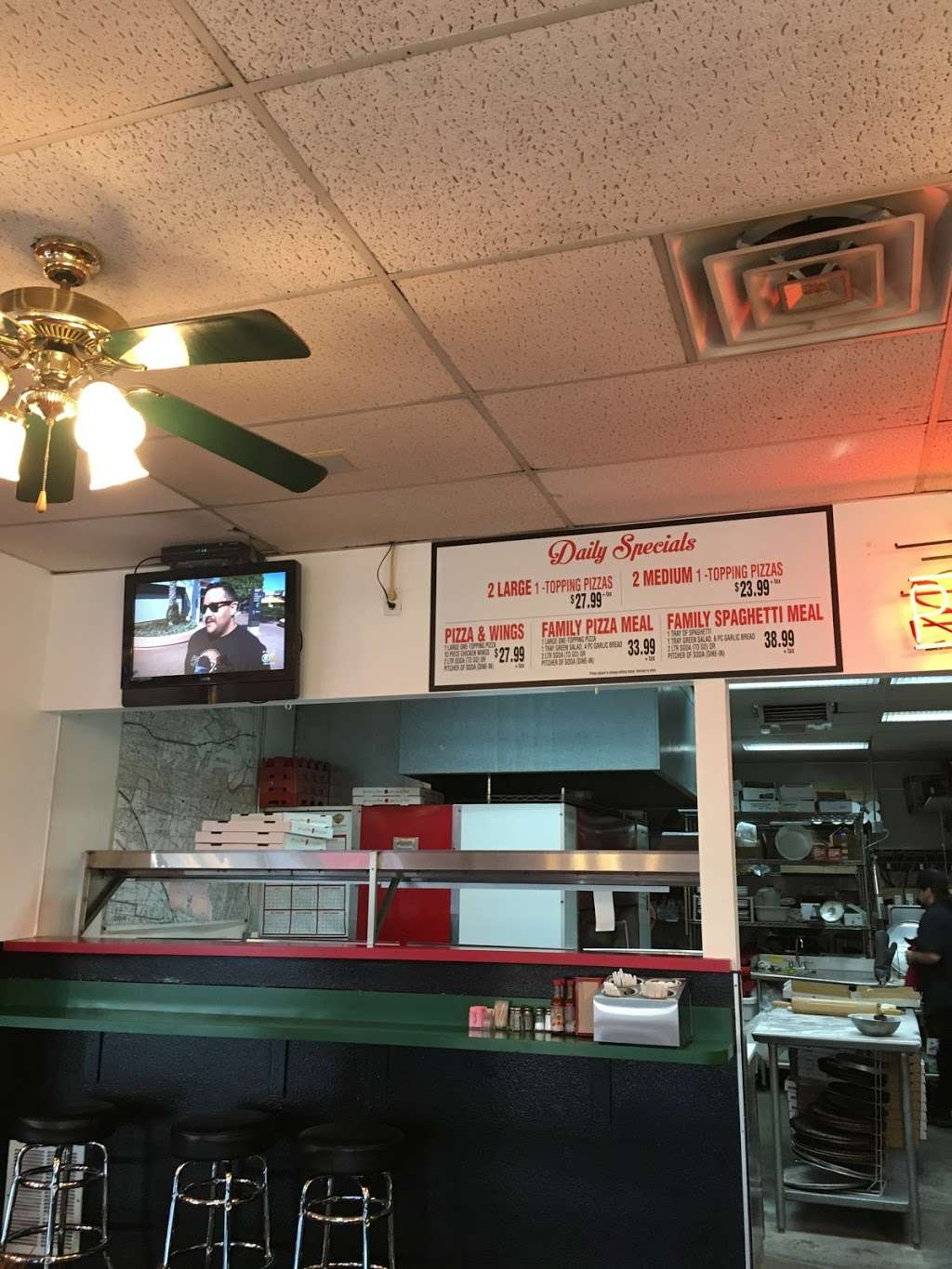 BJs Pizzeria - meal delivery    Photo 4 of 10   Address: 1424 W Beverly Blvd #4147, Montebello, CA 90640, USA   Phone: (323) 722-4002