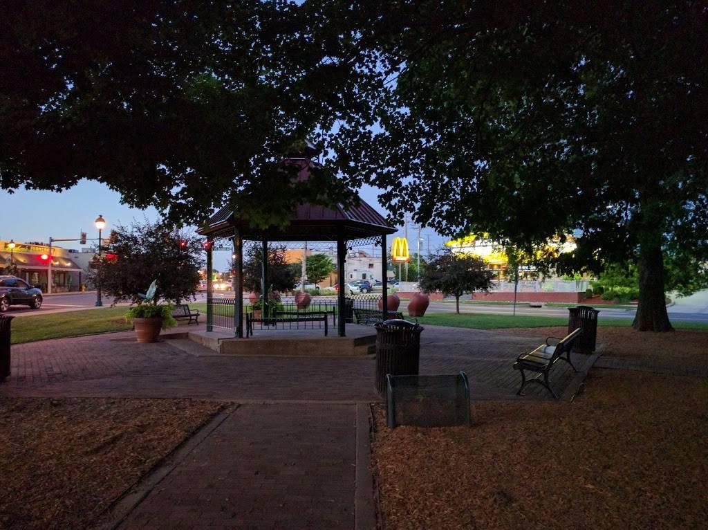 Gazebo Park - park    Photo 4 of 9   Address: 4 E Lockwood Ave, Webster Groves, MO 63119, USA   Phone: (314) 963-5300