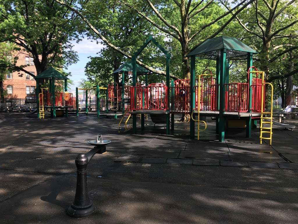 Fort Independence Playground - park  | Photo 10 of 10 | Address: Sedgwick Ave. &, W 238th St, The Bronx, NY 10463, USA | Phone: (212) 639-9675