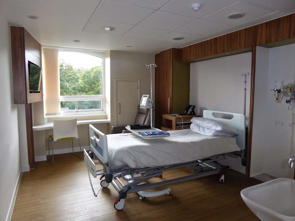 Parkside Hospital - hospital  | Photo 3 of 10 | Address: 53 Parkside, Wimbledon, London SW19 5NX, UK | Phone: 020 8971 8000