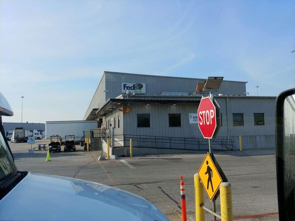 FedEx Ground - moving company  | Photo 6 of 9 | Address: 1101 E Cleveland St, Hutchins, TX 75141, USA | Phone: (800) 463-3339