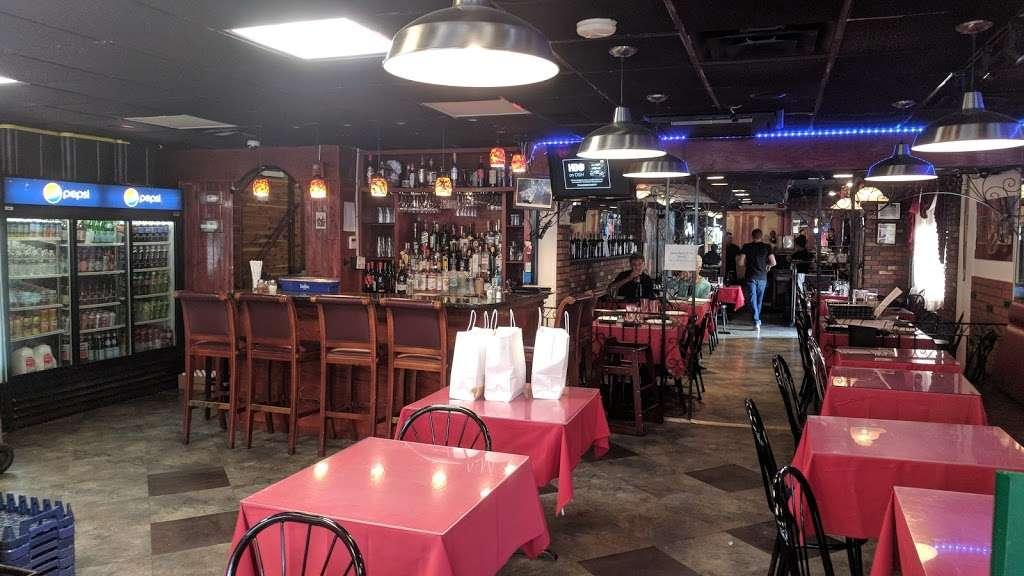 Vinnys Ristorante - meal takeaway  | Photo 2 of 10 | Address: 3320 76 Broadway, Somerville, MA 02145, USA | Phone: (617) 628-1921