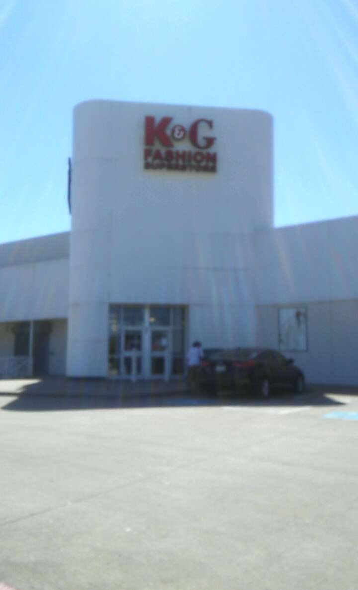 K&G Fashion Superstore - clothing store  | Photo 1 of 10 | Address: 667 North Cockrell Hill, Duncanville, TX 75116, USA | Phone: (972) 298-1718