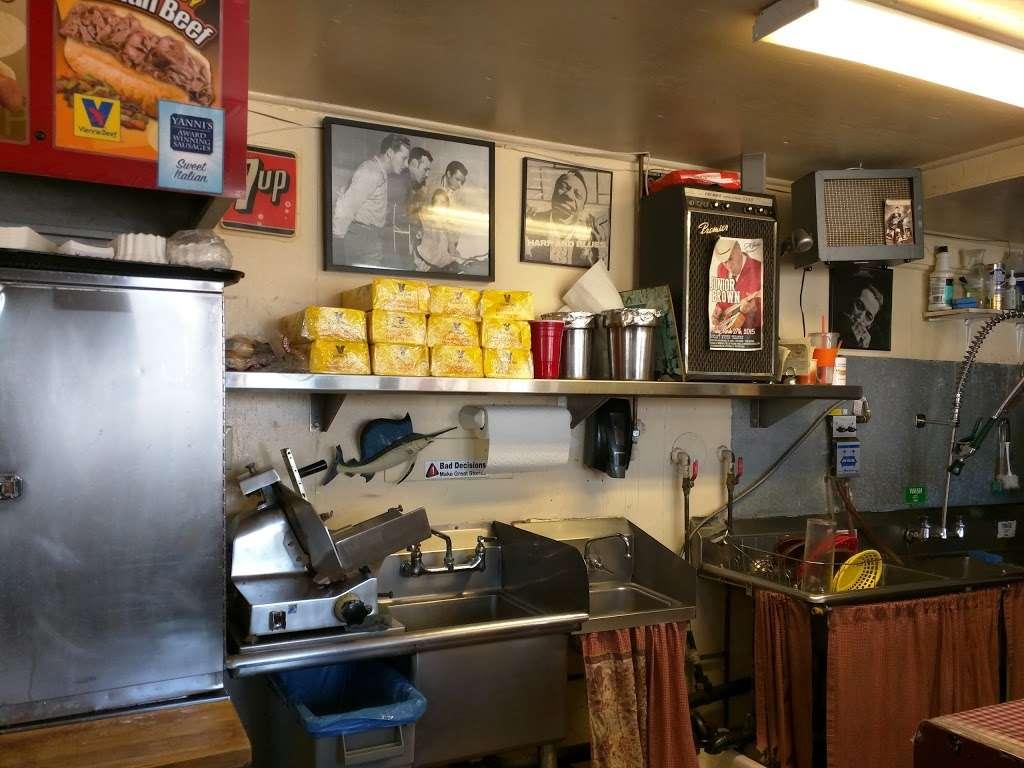 Roys Chicago Doggery & Italian Beef - meal takeaway  | Photo 1 of 10 | Address: 84 Corona Rd, Petaluma, CA 94954, USA | Phone: (707) 774-1574