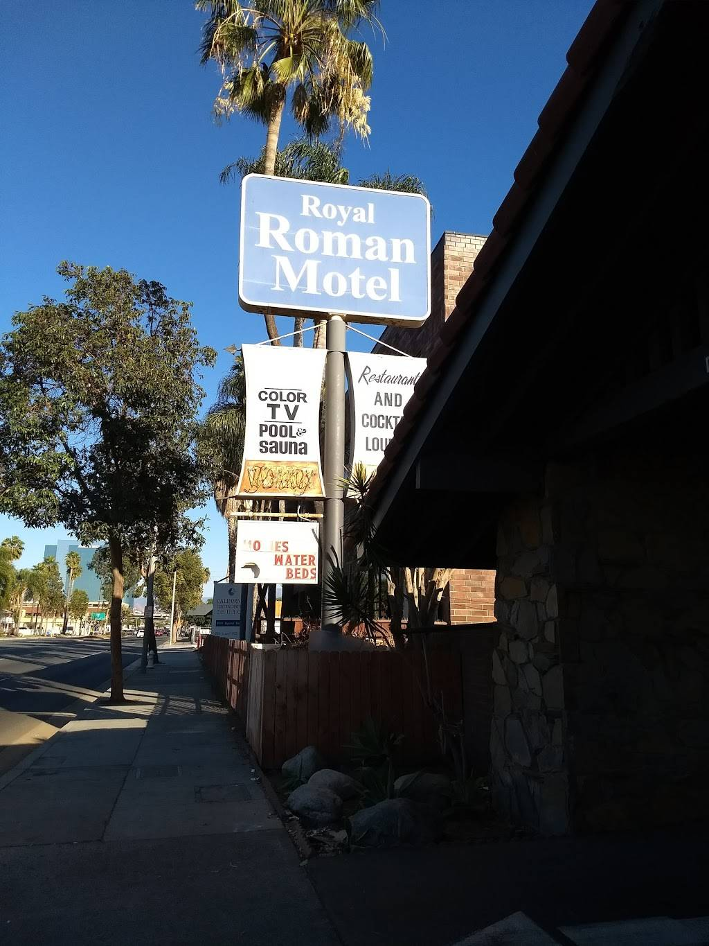 Royal Roman Motel - lodging  | Photo 5 of 10 | Address: 1504 E First St, Santa Ana, CA 92701, USA | Phone: (714) 547-8411