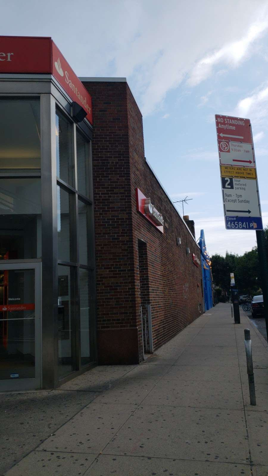 Santander Bank - bank  | Photo 3 of 4 | Address: 83-20 Roosevelt Ave, Jackson Heights, NY 11372, USA | Phone: (718) 457-9800