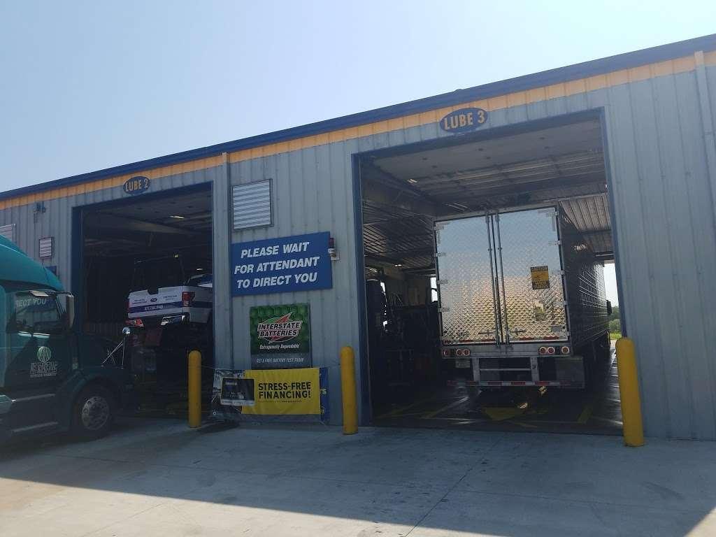 Speedco Truck Lube and Tires - car repair  | Photo 6 of 10 | Address: 301 SE 4th St, Oak Grove, MO 64075, USA | Phone: (816) 690-8717