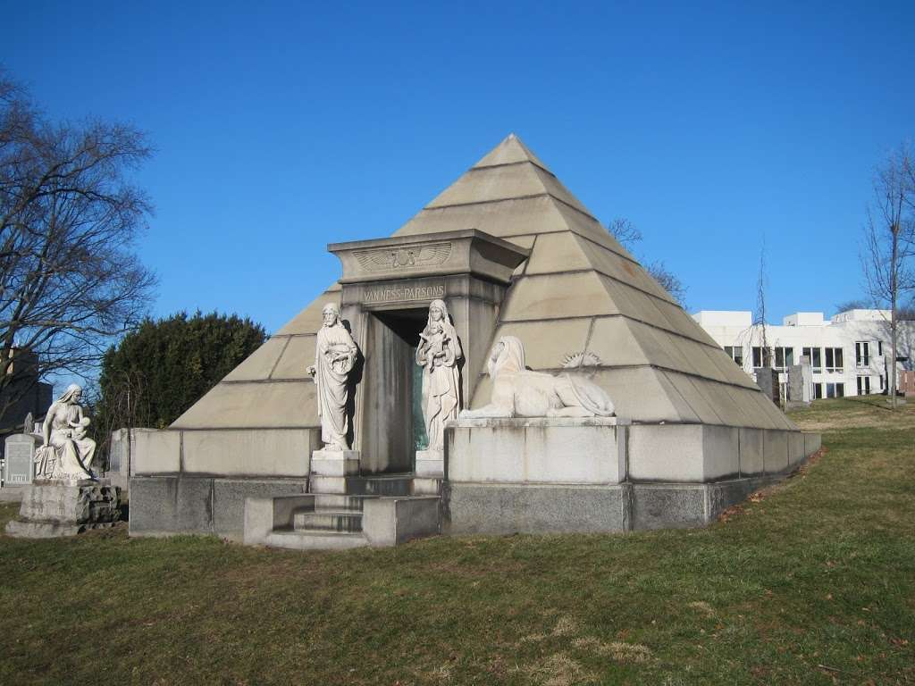 Green-Wood Cemetery - cemetery  | Photo 9 of 10 | Address: 500 25th St, Brooklyn, NY 11232, USA | Phone: (718) 768-7300