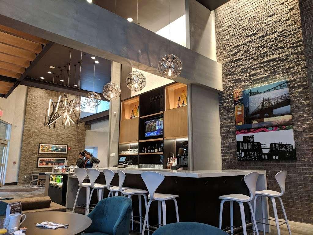 Hyatt Place Long Island City/New York City - lodging  | Photo 4 of 10 | Address: 27-03 43rd Ave, Long Island City, NY 11101, USA | Phone: (929) 208-3100