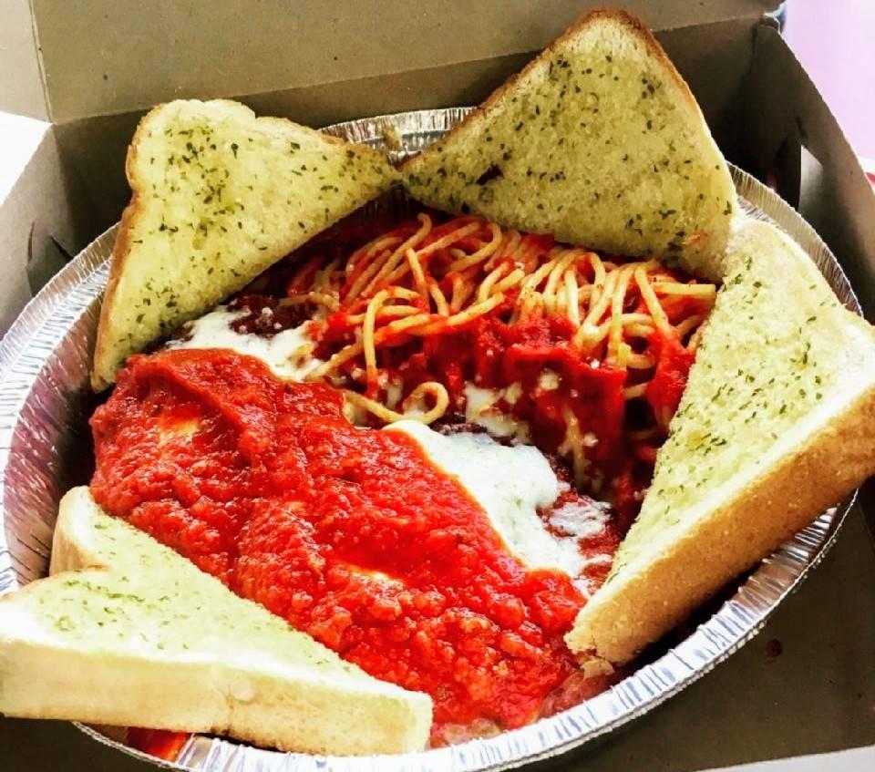 Bulls Eye Pizza - restaurant  | Photo 2 of 8 | Address: 979 Front Rd, Windsor, ON N9J 2A5, Canada | Phone: (519) 734-1221