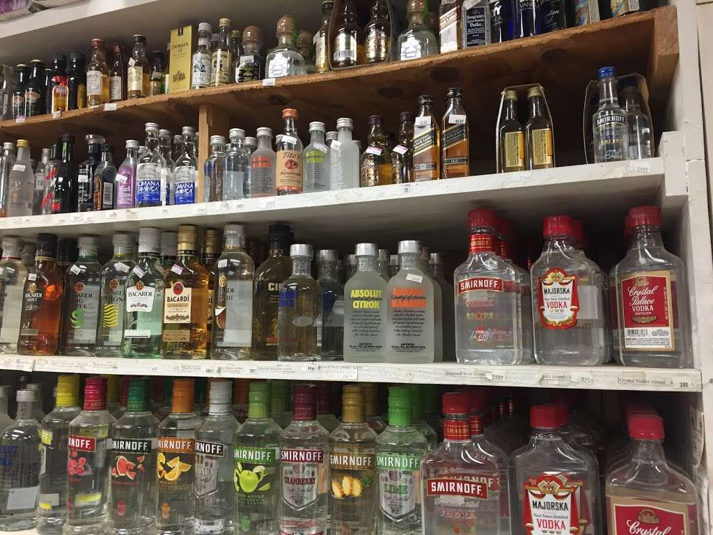Food Mart Liquor & Convenience - convenience store  | Photo 7 of 10 | Address: 430 Market St # 10, Elmwood Park, NJ 07407, USA | Phone: (201) 791-0608