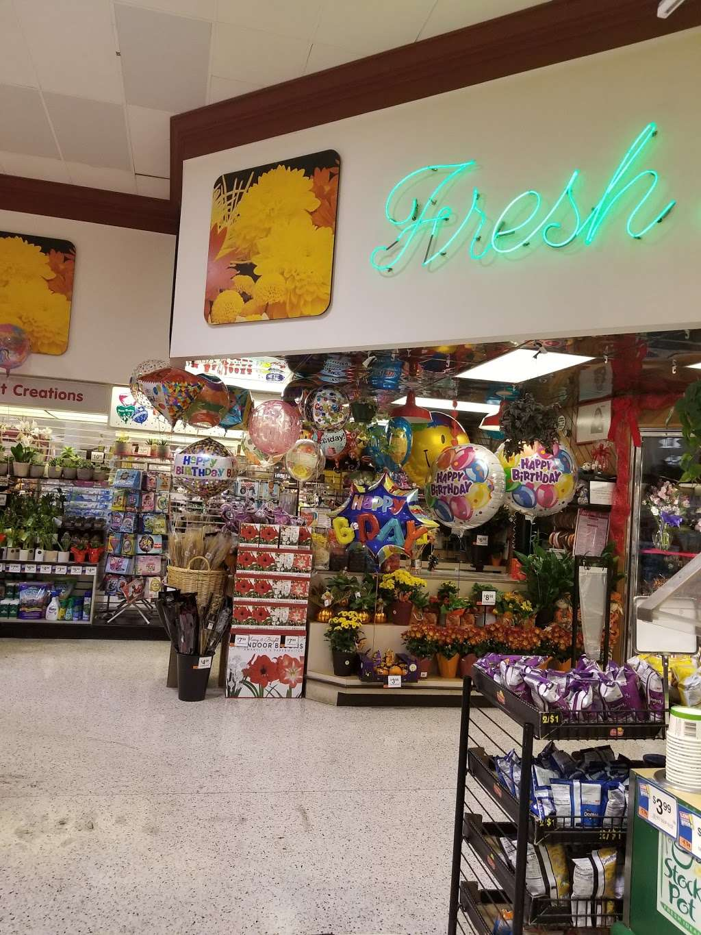 Giant Food - store  | Photo 3 of 10 | Address: 9580 Livingston Rd, Fort Washington, MD 20744, USA | Phone: (301) 248-0167