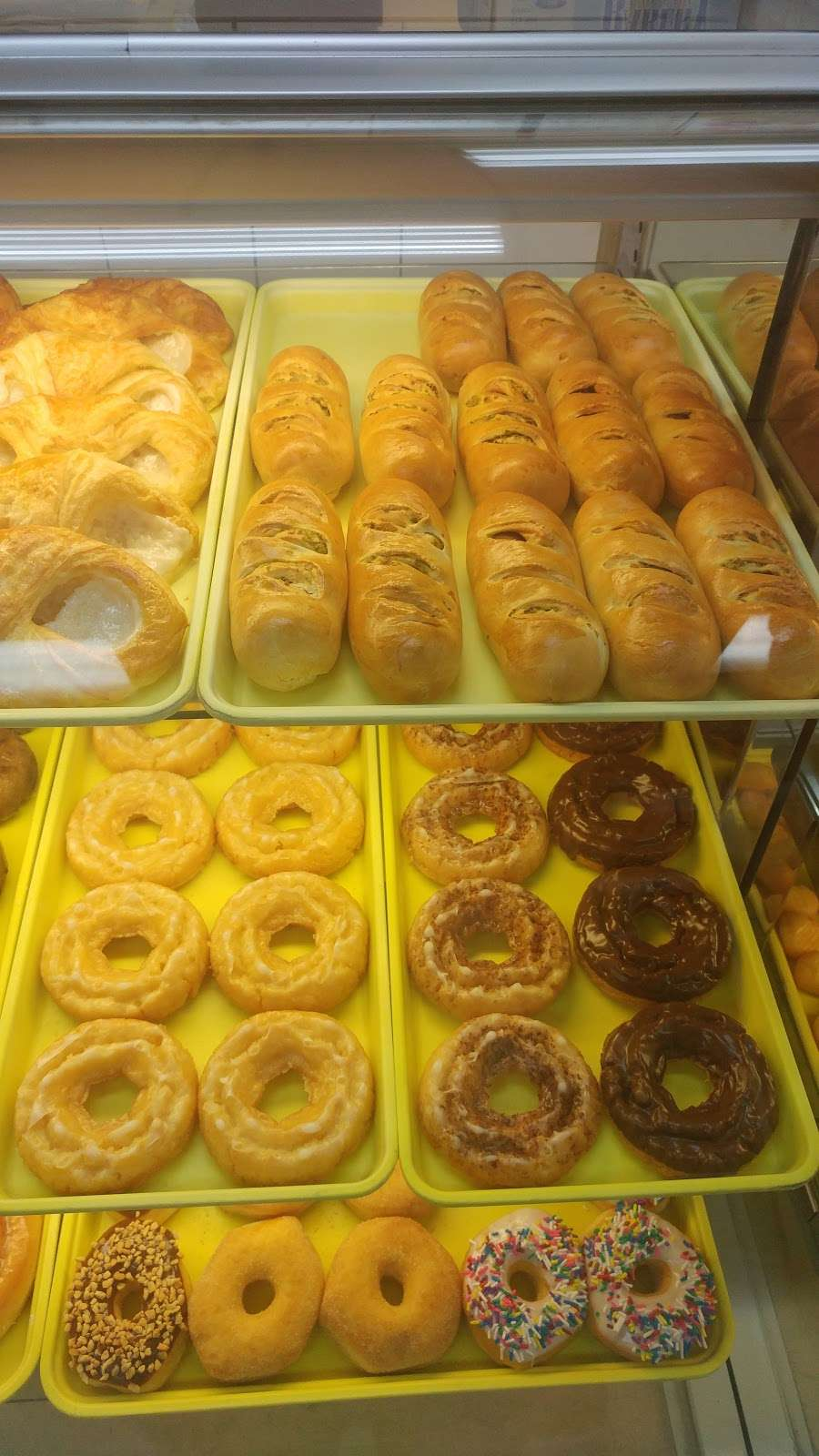 Donut Plaza - bakery    Photo 6 of 10   Address: 1745 N Country Club Rd, Garland, TX 75040, USA   Phone: (972) 272-7339