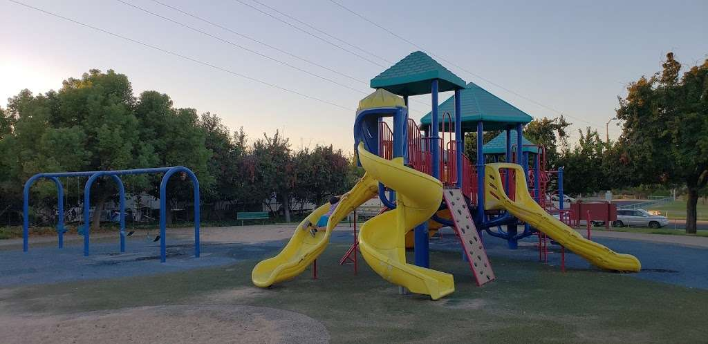 Meadowbrook Park - park    Photo 4 of 10   Address: 1702 Yellowstone Dr, Antioch, CA 94509, USA   Phone: (925) 779-7000
