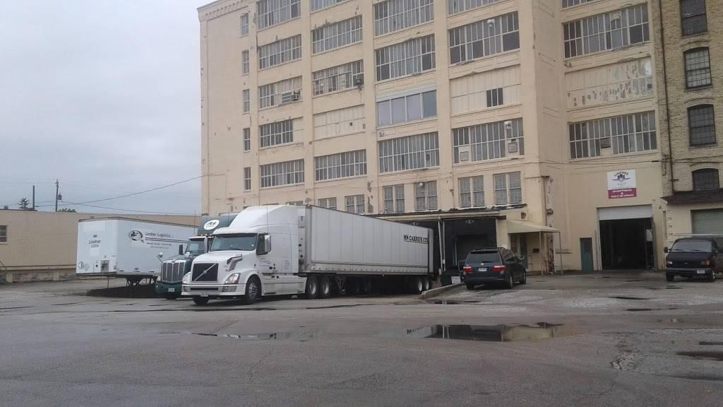 Lindner Logistics, LLC - storage  | Photo 8 of 9 | Address: 1977 S Allis St, Milwaukee, WI 53207, USA | Phone: (414) 483-3080