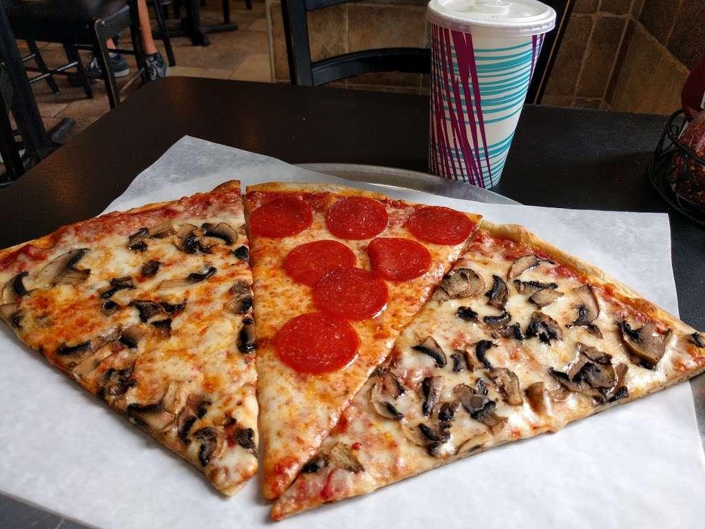 Piccolo Trattoria Italian Restaurant - restaurant  | Photo 5 of 10 | Address: 455 Main St, New York, NY 10044, USA | Phone: (212) 753-2300