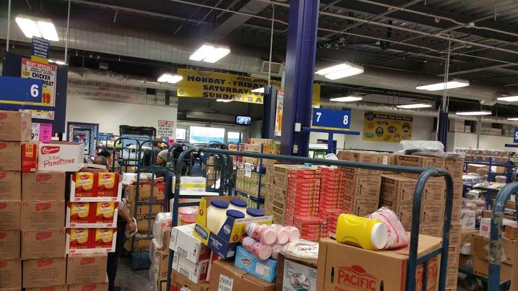 Restaurant Depot - store  | Photo 5 of 10 | Address: 100 Oak Point Ave, Bronx, NY 10474, USA | Phone: (718) 665-3910