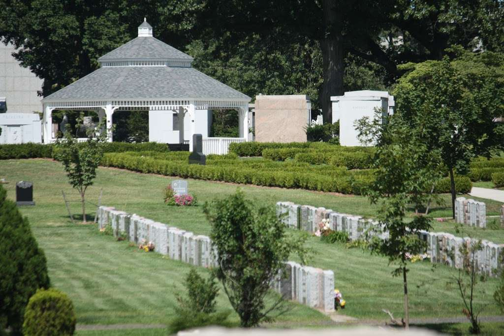 Holy Cross Cemetery & Mausoleum - cemetery  | Photo 3 of 10 | Address: 340 Ridge Rd, North Arlington, NJ 07031, USA | Phone: (201) 997-1900