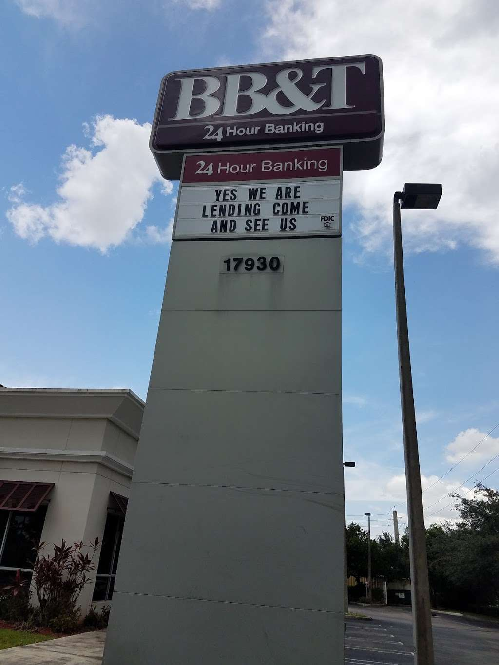 BB&T - bank  | Photo 4 of 8 | Address: 17930 NW 57th Ave, Hialeah, FL 33015, USA | Phone: (305) 820-3290