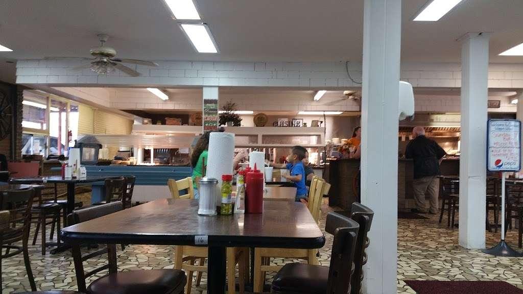 Christines Wagon Wheel - restaurant  | Photo 1 of 10 | Address: 204 W Main St, Marshville, NC 28103, USA | Phone: (704) 624-2057